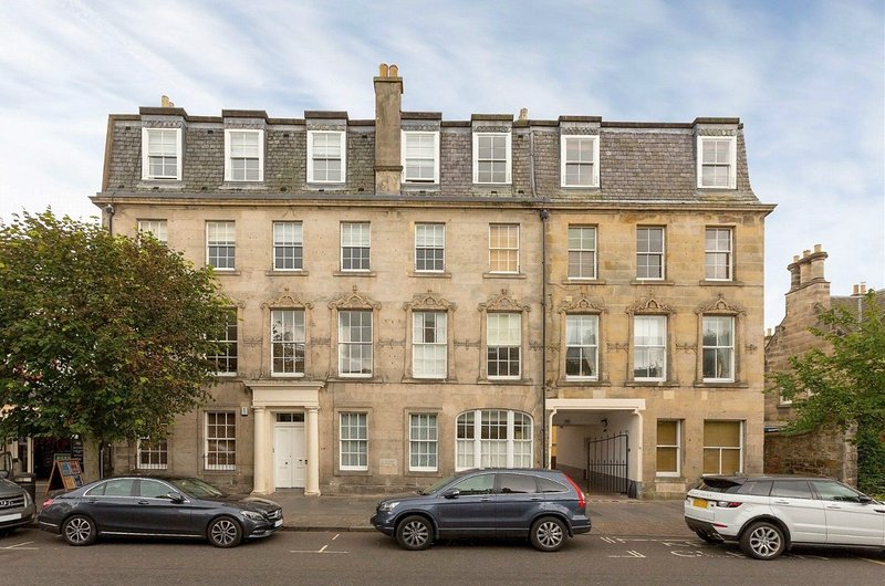4 Southgait Hall, St Andrews - Fabulous town centre apartment, vacation rental in St. Andrews