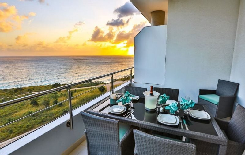 REDUCED RATES:  Beautiful Ocean Facing Two Bedroom + 2.5 Baths, Sleeps 1-4, location de vacances à Cupecoy Bay