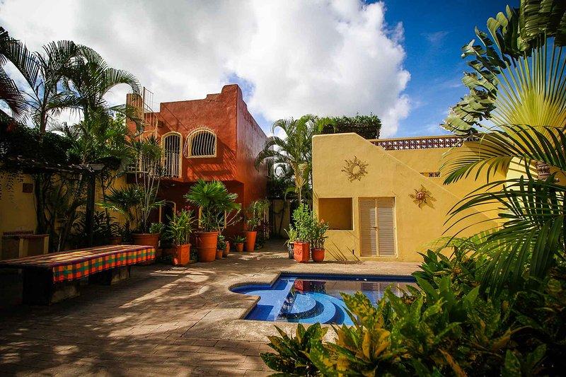 Casa Siggy - Shared pool, 8 min walk through town to the beach! - San Panco, alquiler de vacaciones en San Pancho