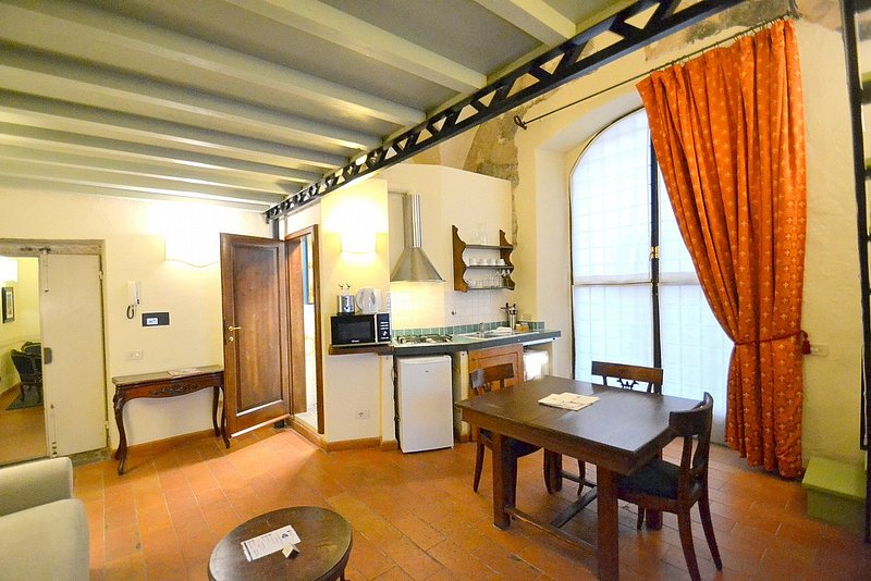 Oltrarno Villa Sleeps 4 with Air Con - 5779614, vacation rental in Florence