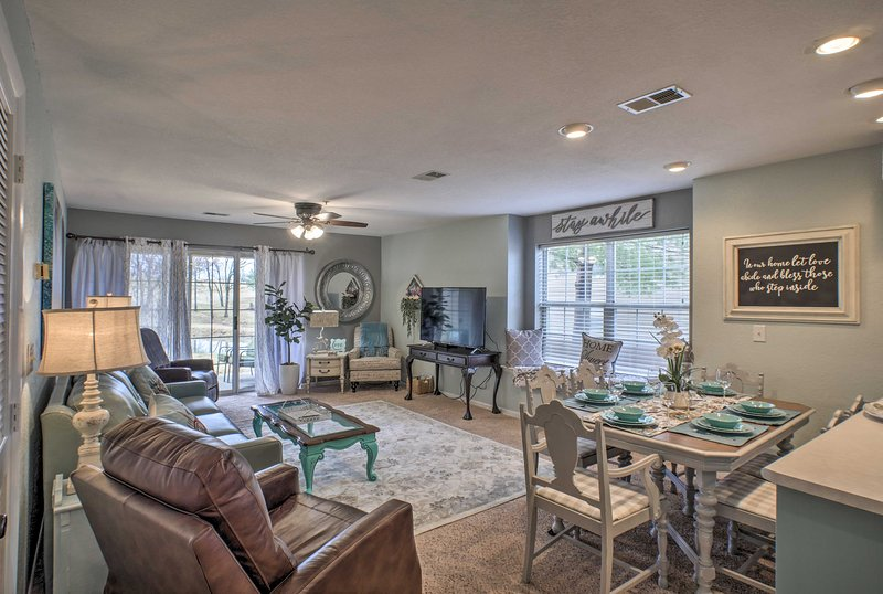 Resort Retreat w/ Patio & View by Downtown Branson, holiday rental in Kirbyville