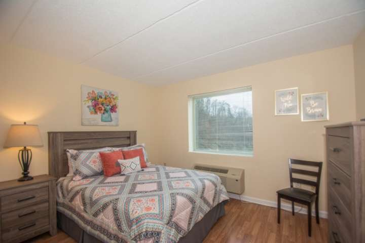 Master Queen Bedroom with TV and Private Bathroom with Tub/Shower Combo