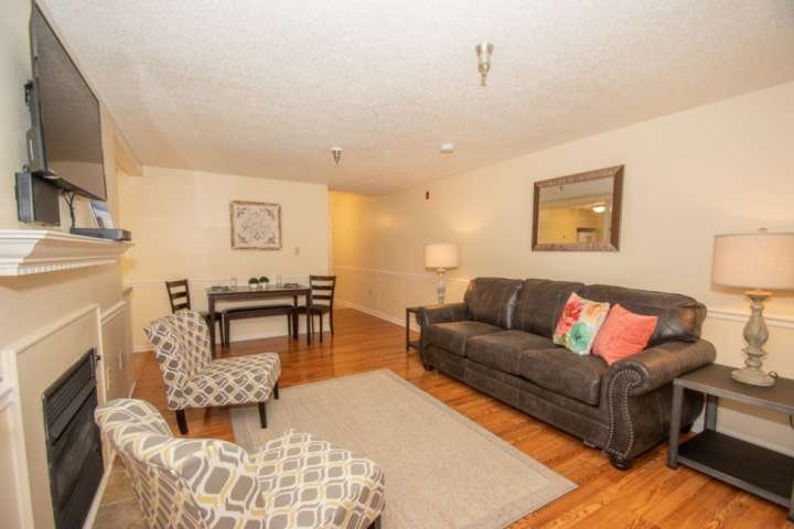Come stay at Gatlinburg Towers - Newly Remodeled Unit 2019 - Convenient location to Downtown!