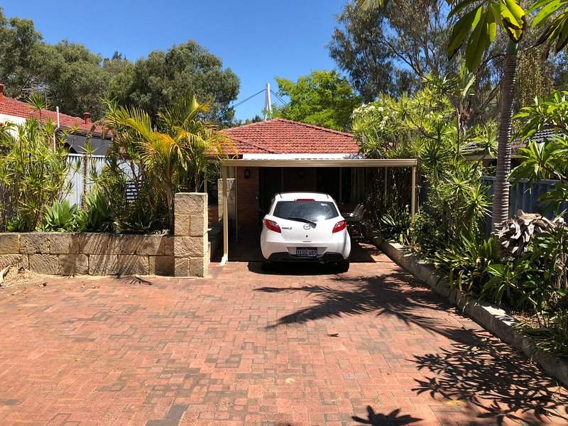 Cool house between Leederville and Mount Hawthorn - Netflix & wifi, holiday rental in Balcatta