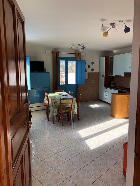 Beautiful apartment near the beach, Ferienwohnung in Girasole