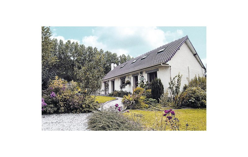 Beautiful home in Caumont with WiFi and 3 Bedrooms (FNP104), holiday rental in Beauvoir Wavans