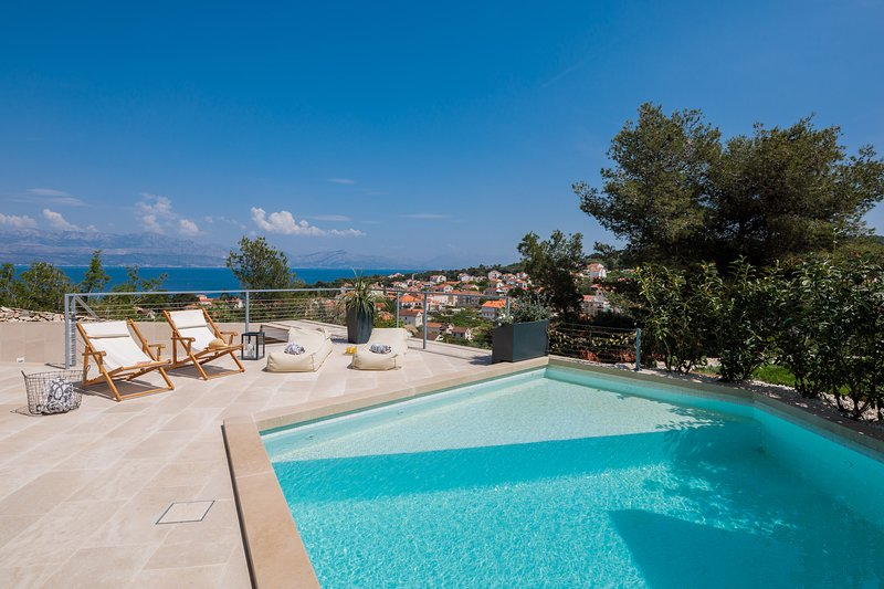 Amazing villa Sea La Vie for your summer holiday, vacation rental in Sutivan