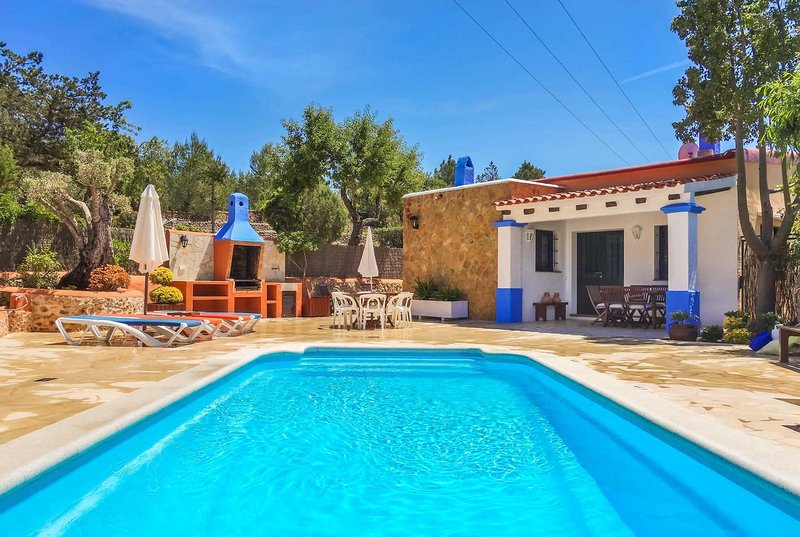 Stone clad 3 bed villa with private pool and A/C, holiday rental in San Juan Bautista