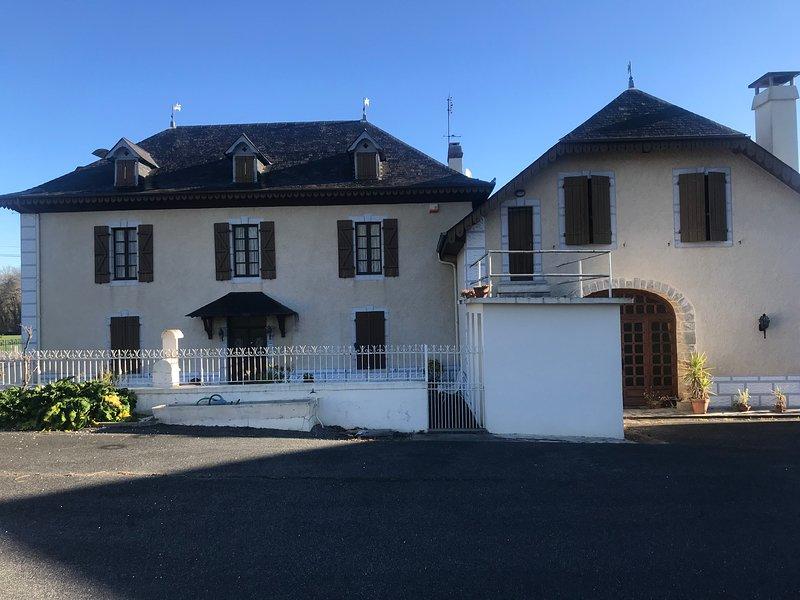 Maison de charme à la campagne, holiday rental in Oloron-Sainte-Marie