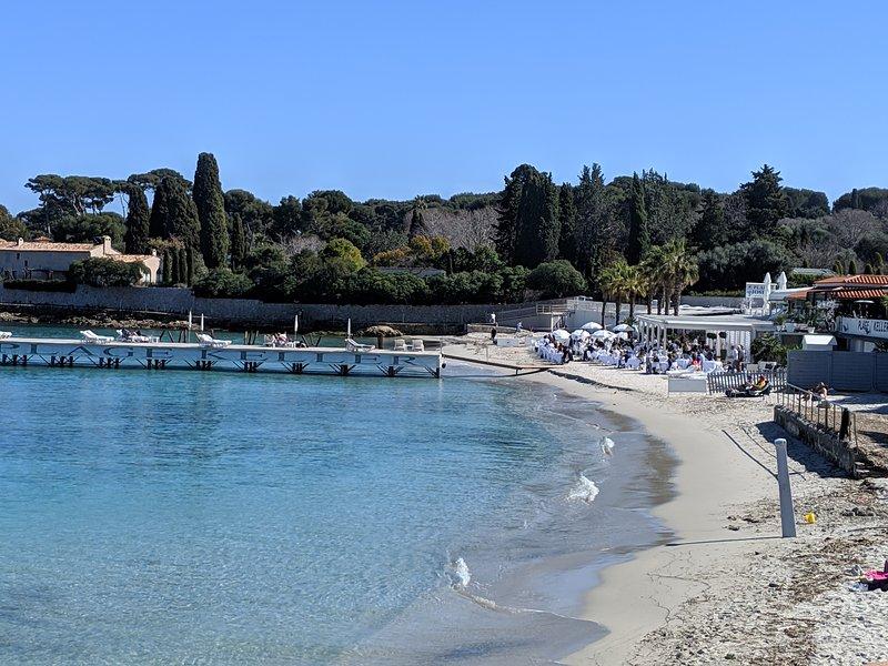 Cap d'Antibes luxury 2 bedroom apartment nr beach, holiday rental in Cap d'Antibes