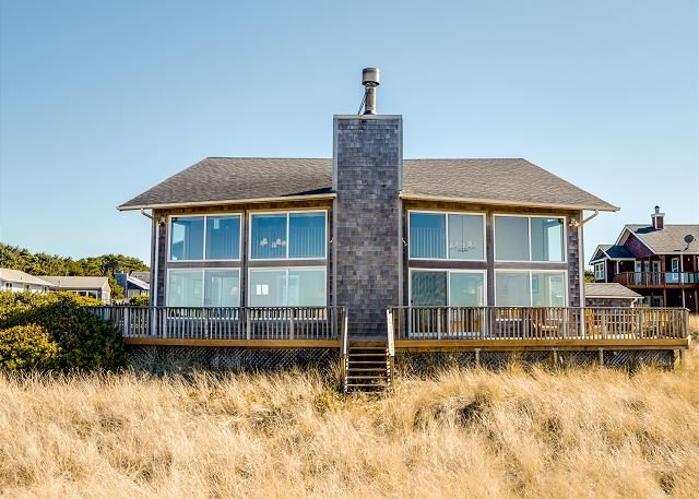 WATERS EDGE~MCA 1427~Will amaze you with it's spectacular view and location!, vacation rental in Manzanita