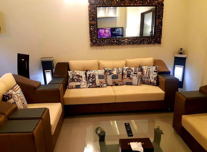 Designer 2 bedroom Flat near to islamabad airport, vacation rental in Rawalpindi