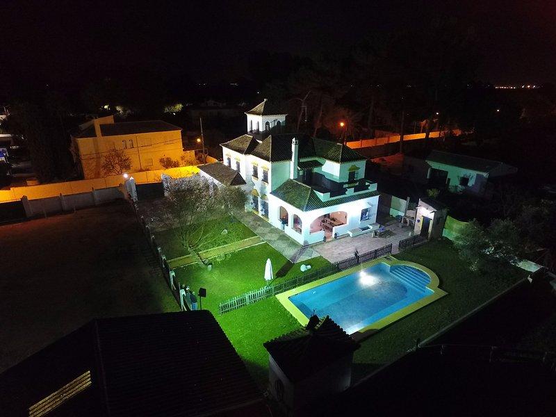 Exclusive Chalet-Cortijo 15 minutes from Seville with pool, holiday rental in Los Palacios y Villafranca