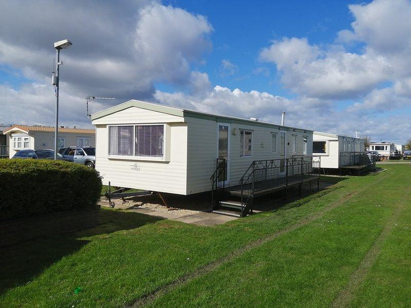 8 berth 3 bedroomed caravan on golden palm resort, casa vacanza a Helsey