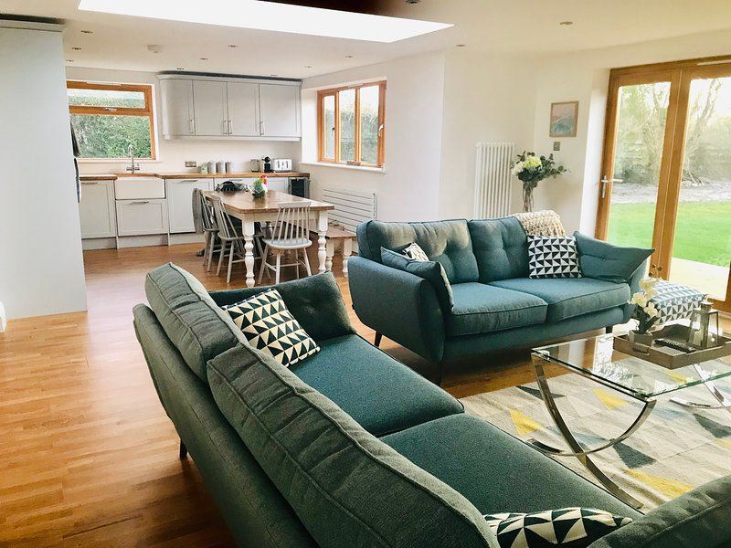 Gorgeous bright and comfortable open plan communal space