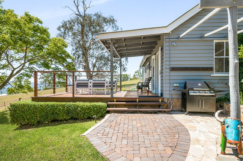 Hollow Tree Farm - Mount Lofty, Peace and Quiet on 30 Acres, 5 minutes from CBD, holiday rental in Nobby