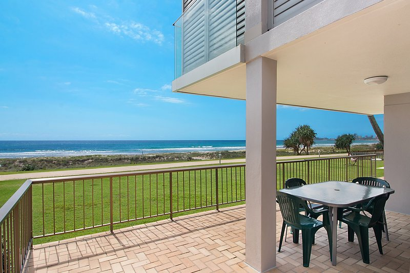 Bilinga Beach 4 - Absolute Beachfront, vacation rental in Bilinga