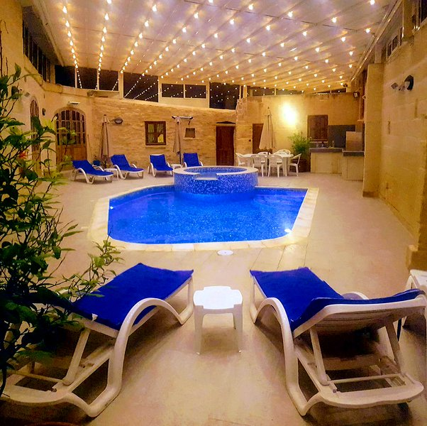 4 Bedroom Villa with heated (Winter) Pool & Jacuzzi, vacation rental in Safi