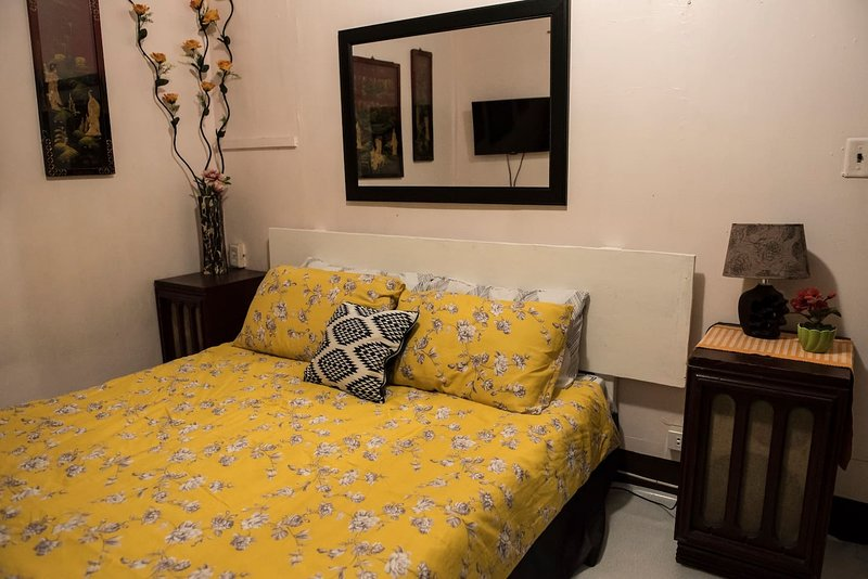 Private Air-conditioned Room Olongapo City Center, holiday rental in Zambales Province