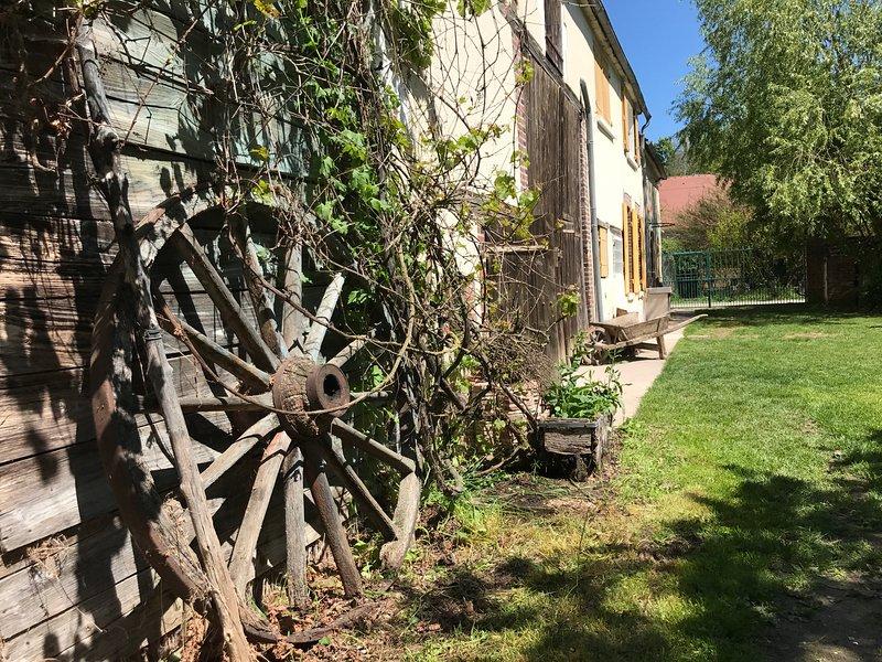 Amazing villa with swimming-pool, casa vacanza a Auxon