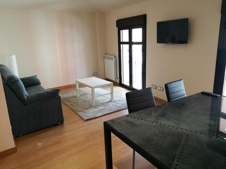 APARTAMENTOS ESPOLON, holiday rental in Fuenmayor