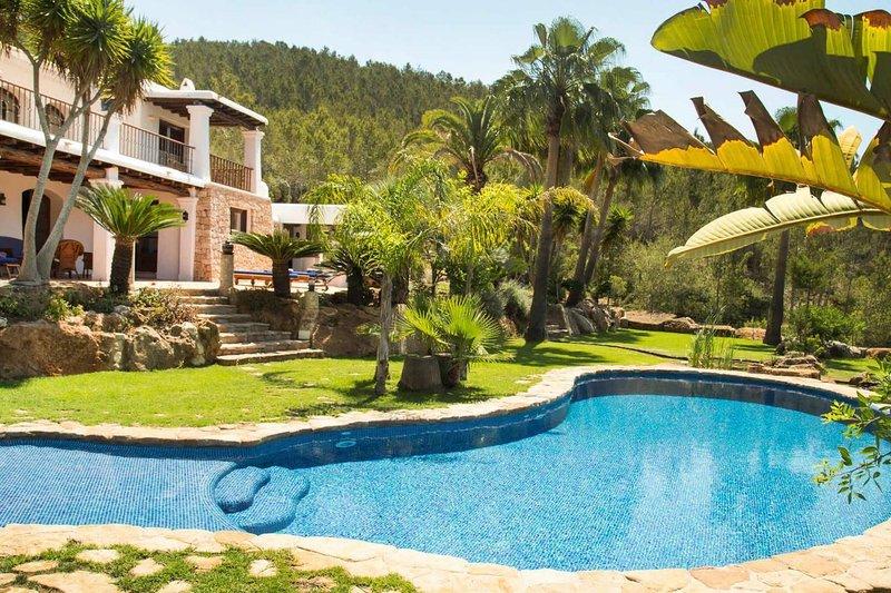 Villa Torres Caron,  op heuvel midden in de natuur, holiday rental in Siesta