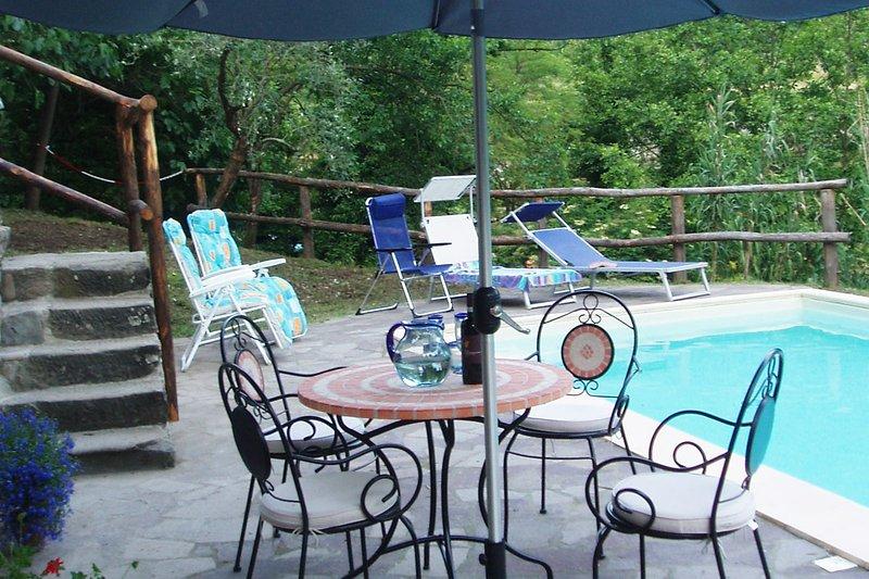 Villa Fivizzano - sleeps 8 private pool near village, alquiler vacacional en Comano