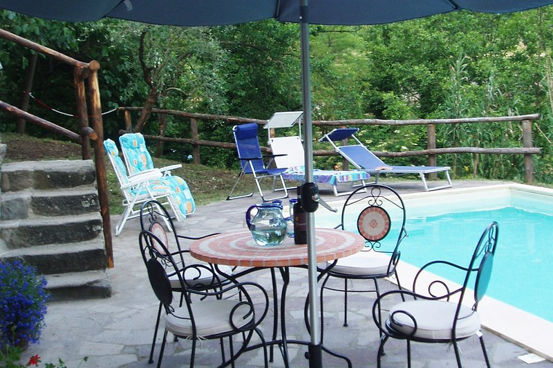 Villa Fivizzano - sleeps 8 private pool near village, alquiler vacacional en Moncigoli