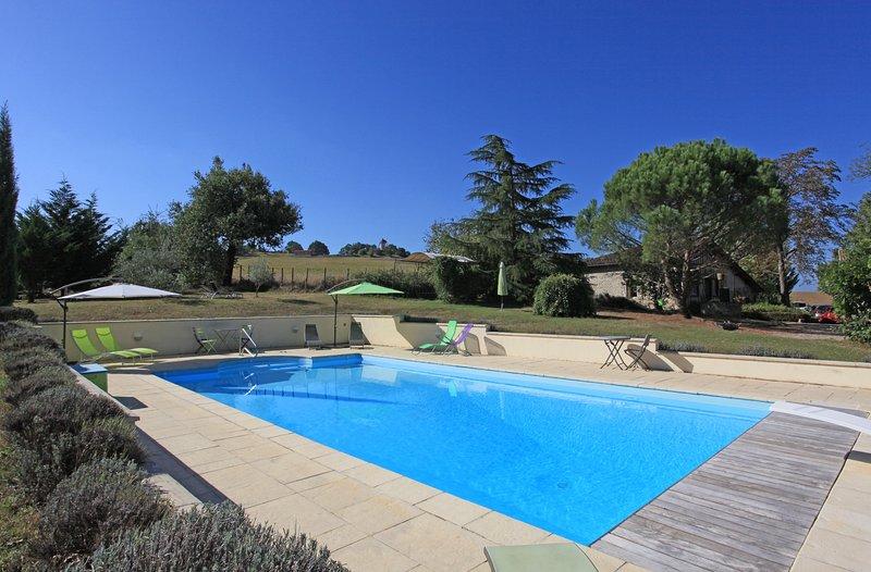 A piscina privada aquecida 12 x 6m