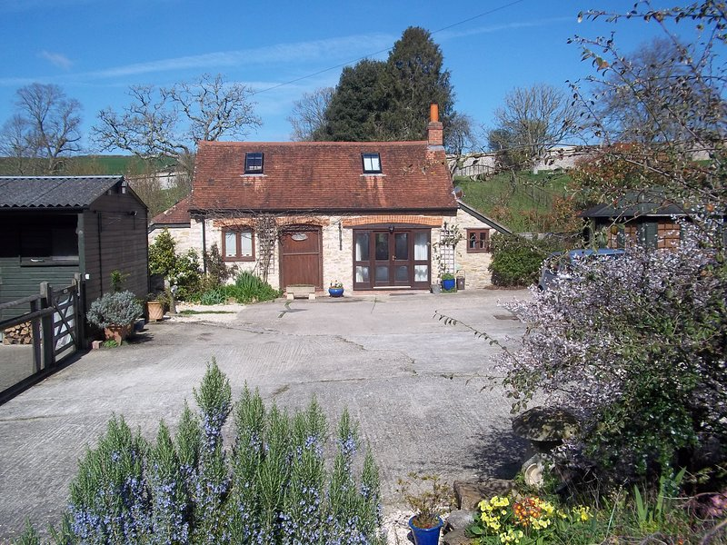 Private cottage set in 9 acres of peace & quiet.  Plenty of parking