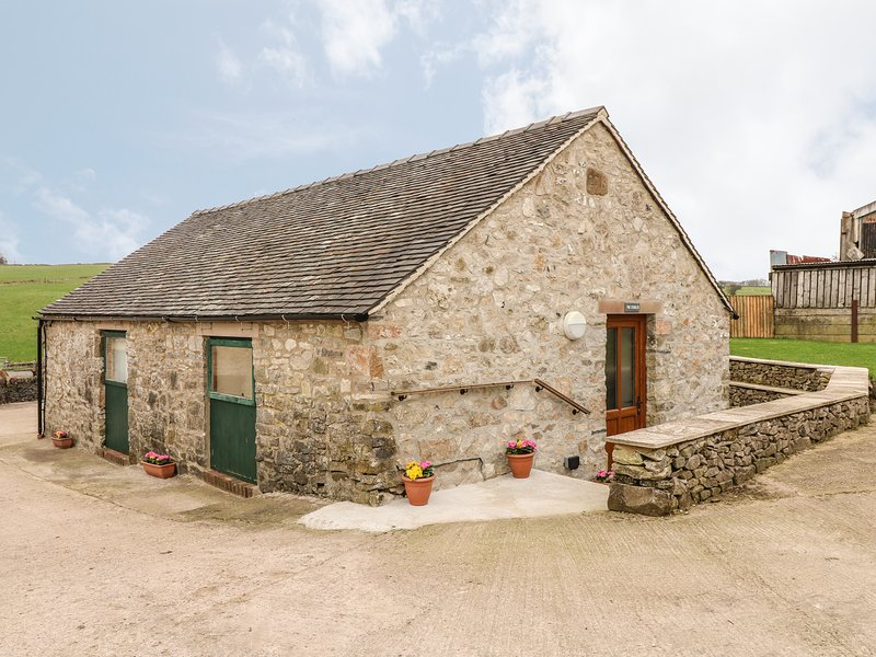 THE STABLES, WiFi, countryside location, near Ashbourne, vacation rental in Tissington