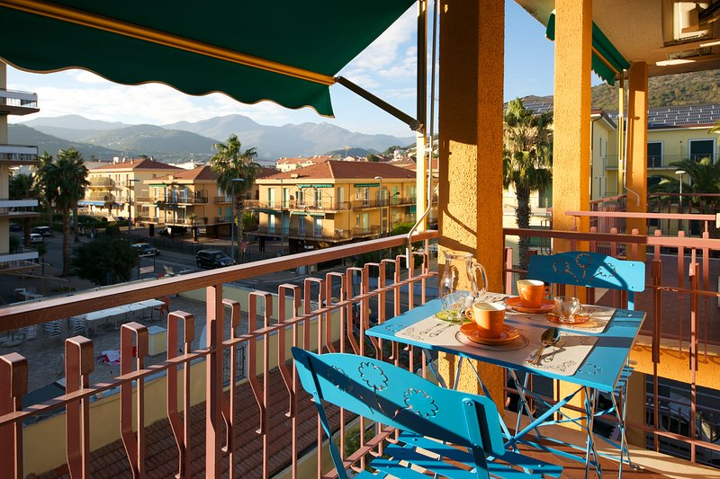 Fornaci 9 Riviera-Holidasy 100 metri dal mare, wifi, aria cond, posto auto, holiday rental in Pietra Ligure