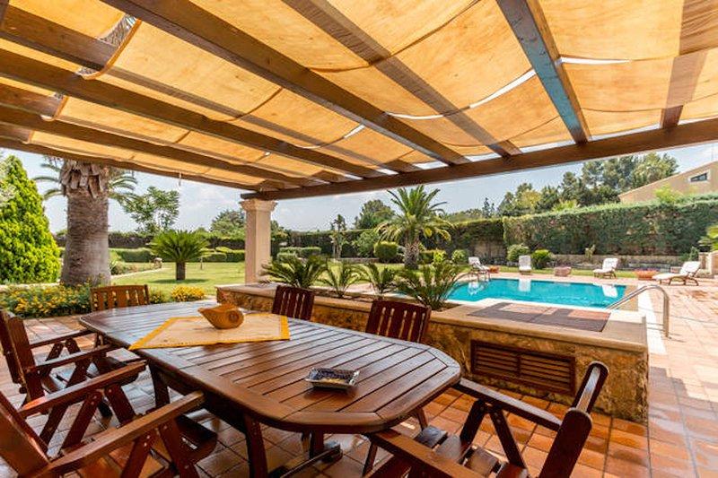 Big villa with swimming-pool & Wifi, holiday rental in Cassaro