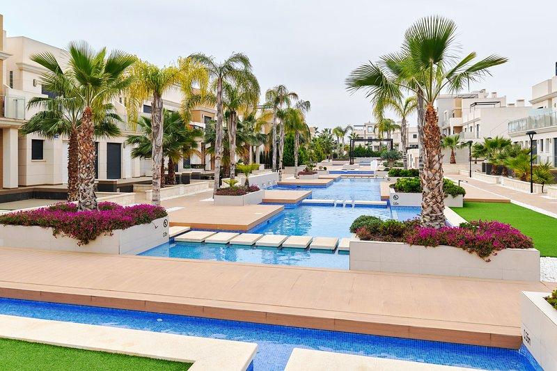 Orange Holiday Housing - Zenia Beach 086 (2 bedr. duplex with roof terrace), holiday rental in La Zenia