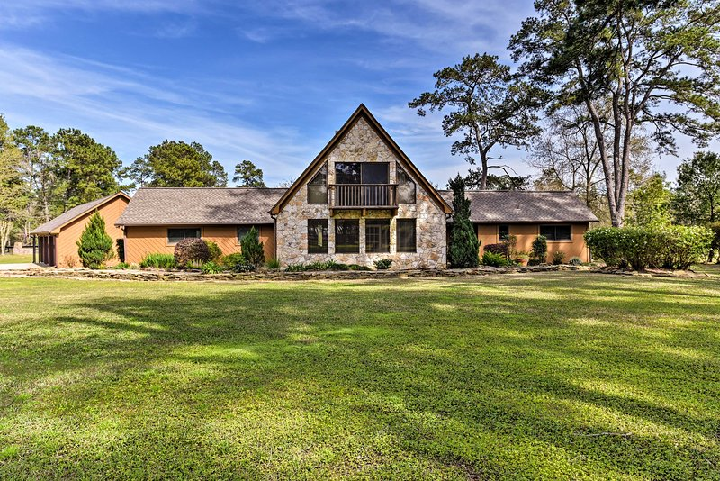7 ½ Acre Private Ranch Home w/ Pool + Game Loft, vacation rental in Cypress