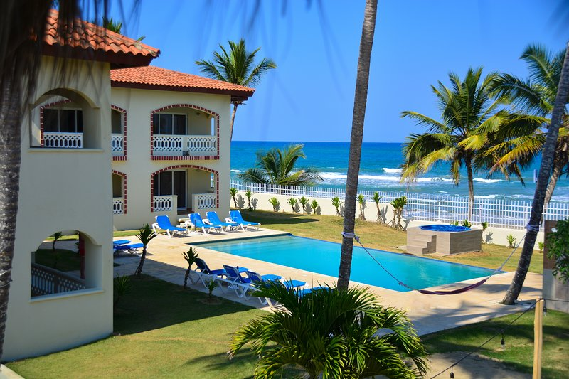 Sosua Bachelor Party 10 BR Beachfront Mini Resort FREE BONUSES, vakantiewoning in Espaillat Province