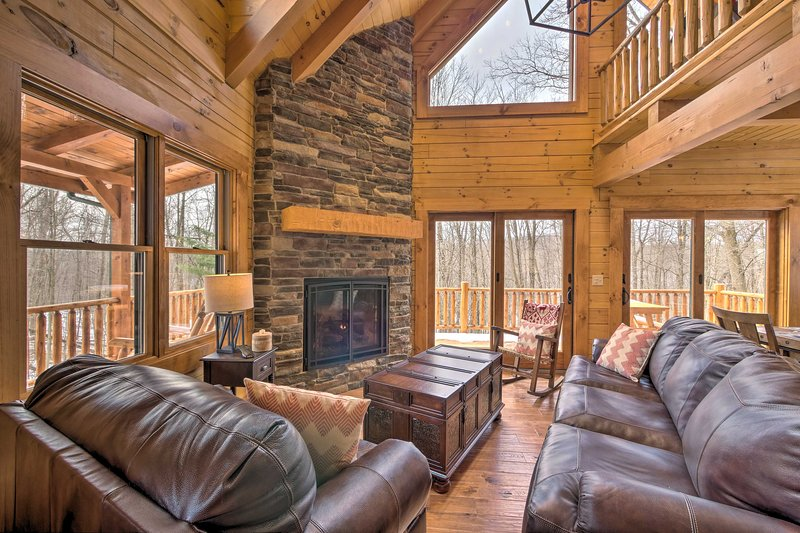 Family-Friendly Warsaw Cabin w/Furnished Deck, holiday rental in Mount Vernon