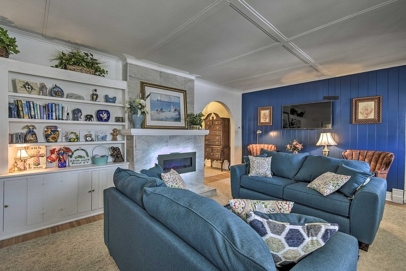 You'll feel right at home in this Manitowoc home on Lake Michigan!
