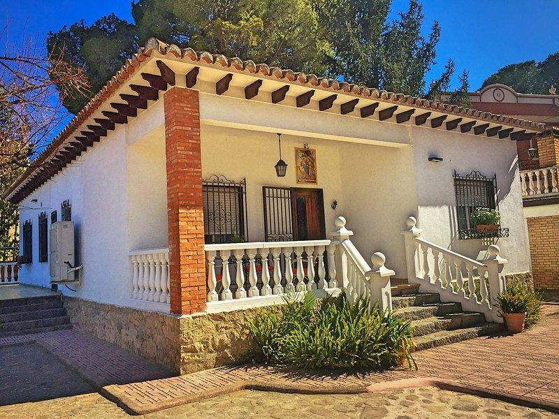 Casa San Rafael. Chalet con gran jardin, holiday rental in Montanejos