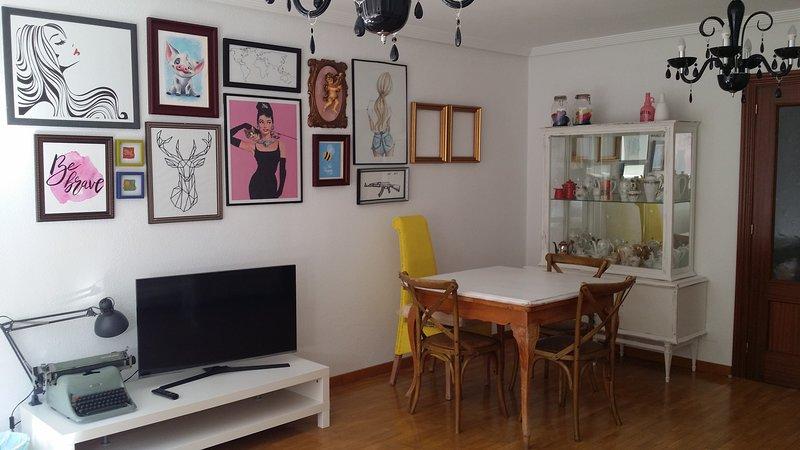 apartamento de cuatro habitaciones, amplio salón y cocina. Idoneo familias., vakantiewoning in Garrafe de Torio
