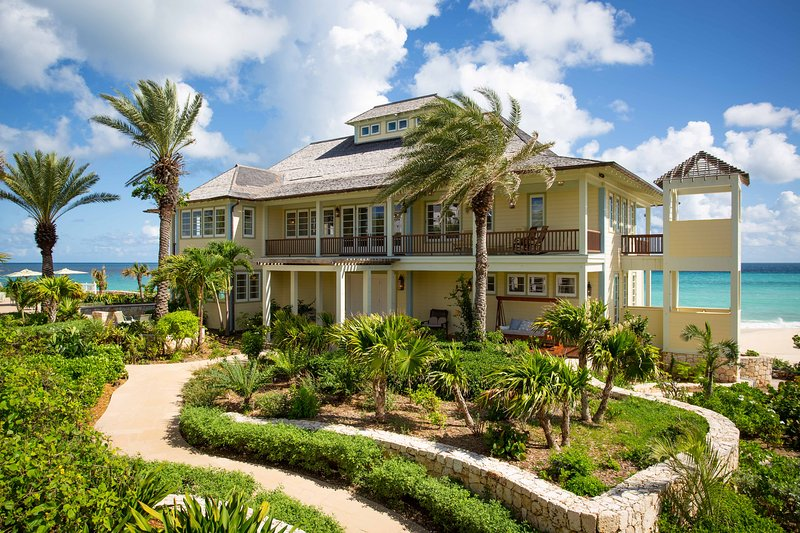 Santosha Villa Estate Beachfront Private Resort All to Yourselves, vacation rental in Sandy Ground