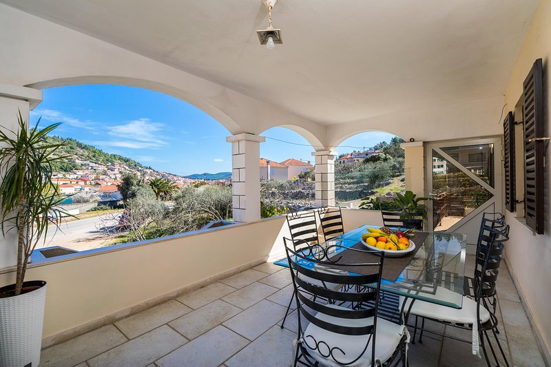 Comfortable and modern holiday apartment Ema, holiday rental in Vela Luka