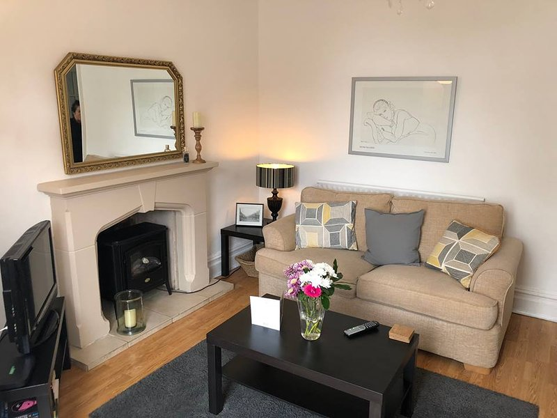 The Olive Tree - Porthcawl Seaside Apartment, vacation rental in Bridgend County