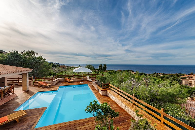 Villa Paola with private pool and waterfall, location de vacances à Costa Paradiso