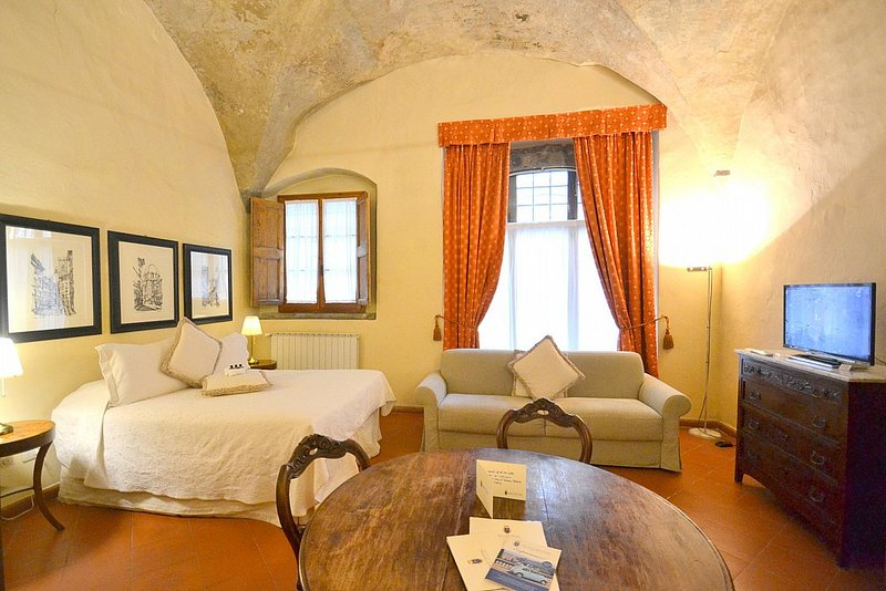 Oltrarno Villa Sleeps 4 with Air Con - 5780577, vacation rental in Florence
