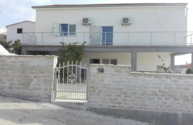 Three bedroom apartment Kruševo, Novigrad (A-16581-b), holiday rental in Gornji Karin