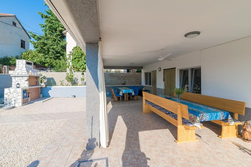 Podorjak Apartment Sleeps 8 with Air Con - 5780793, holiday rental in Gornji Karin