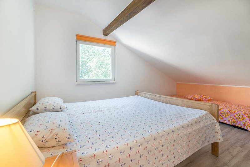 Podorjak Apartment Sleeps 6 with Air Con - 5780792, holiday rental in Gornji Karin
