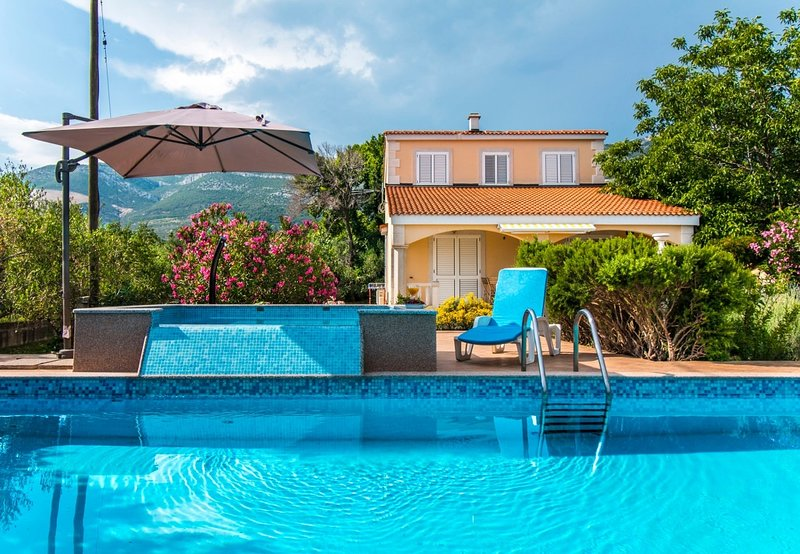 Mare - open pool and pool for children: H(6+4) - Kastel Novi, holiday rental in Rudine