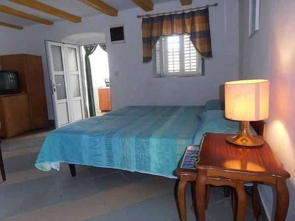 Apartment Kalamota - One Bedroom Apartment, vacation rental in Kolocep Island